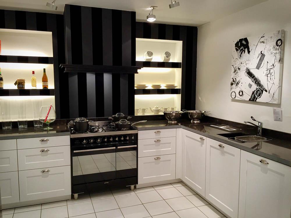 SieMatic landelijke keuken 2002 RF. Uitgevoerd met luxe SMEG fornuis en Siemens apparatuur.