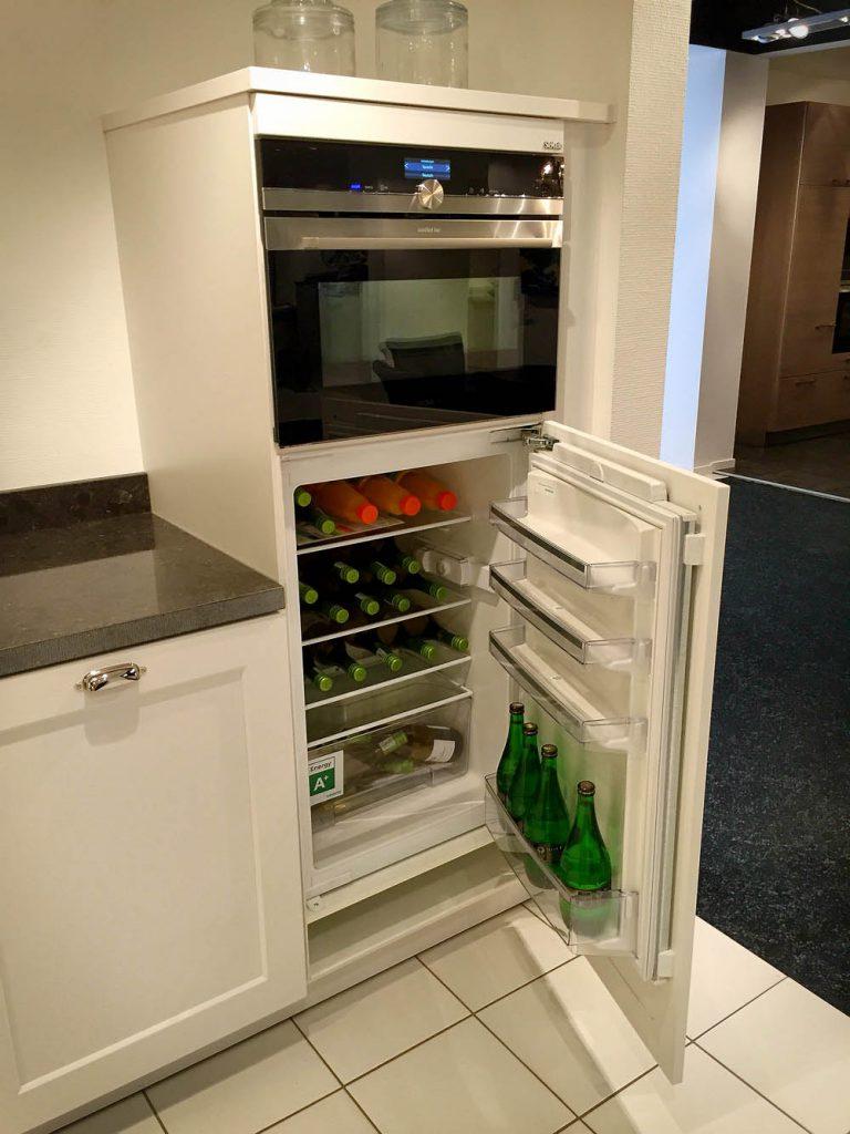 SieMatic landelijke keuken 2002 RF met ingebouwde koelkast en oven.