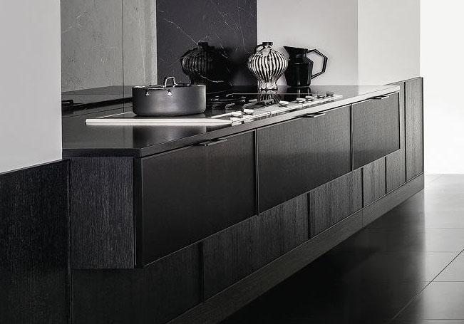 SieMatic Pure ingebouwd keukenblok met kookplaat en drie lades. Dit keukblok is in het zijdemat zwart uitgevoerd.