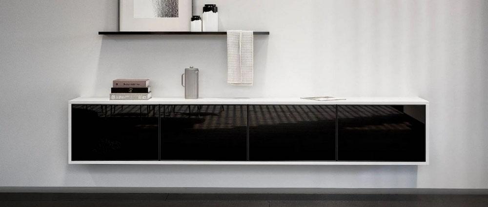 SieMatic Pure hangende kast met titanium witte ombouw en glanzend zwarte deuren.