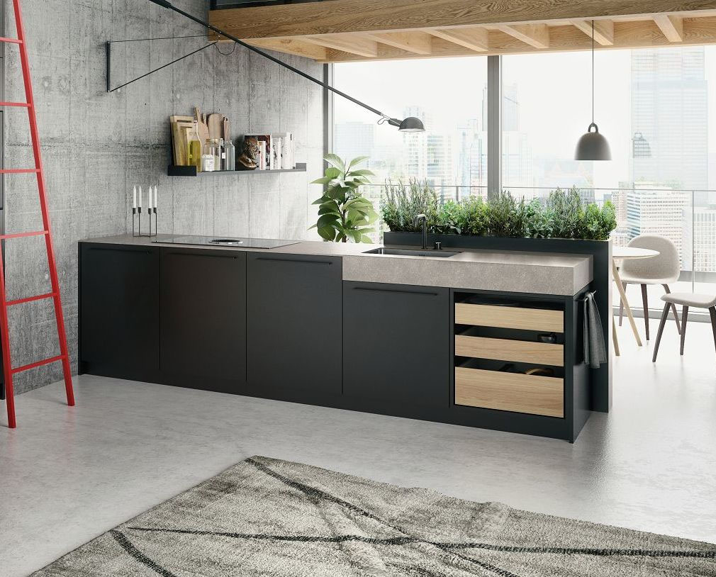 SieMatic Urban keuken met open lades uitgevoerd in een lichte houtskleur. Het keukenblok is mat zwart met een ingebouwde kookplaat.