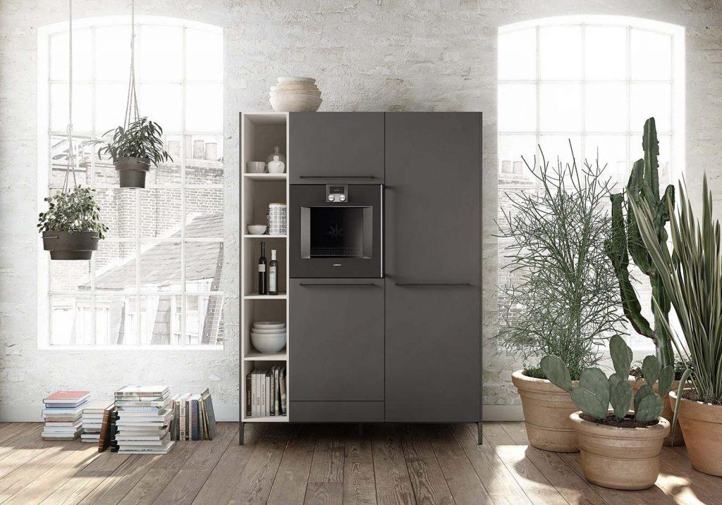 Een zwart witte SieMatic Urban keukenkast met ingebouwde oven. Vier grote keukenkasten en één klein keukenkastje. Eén van de grote kasten is open zonder deur.